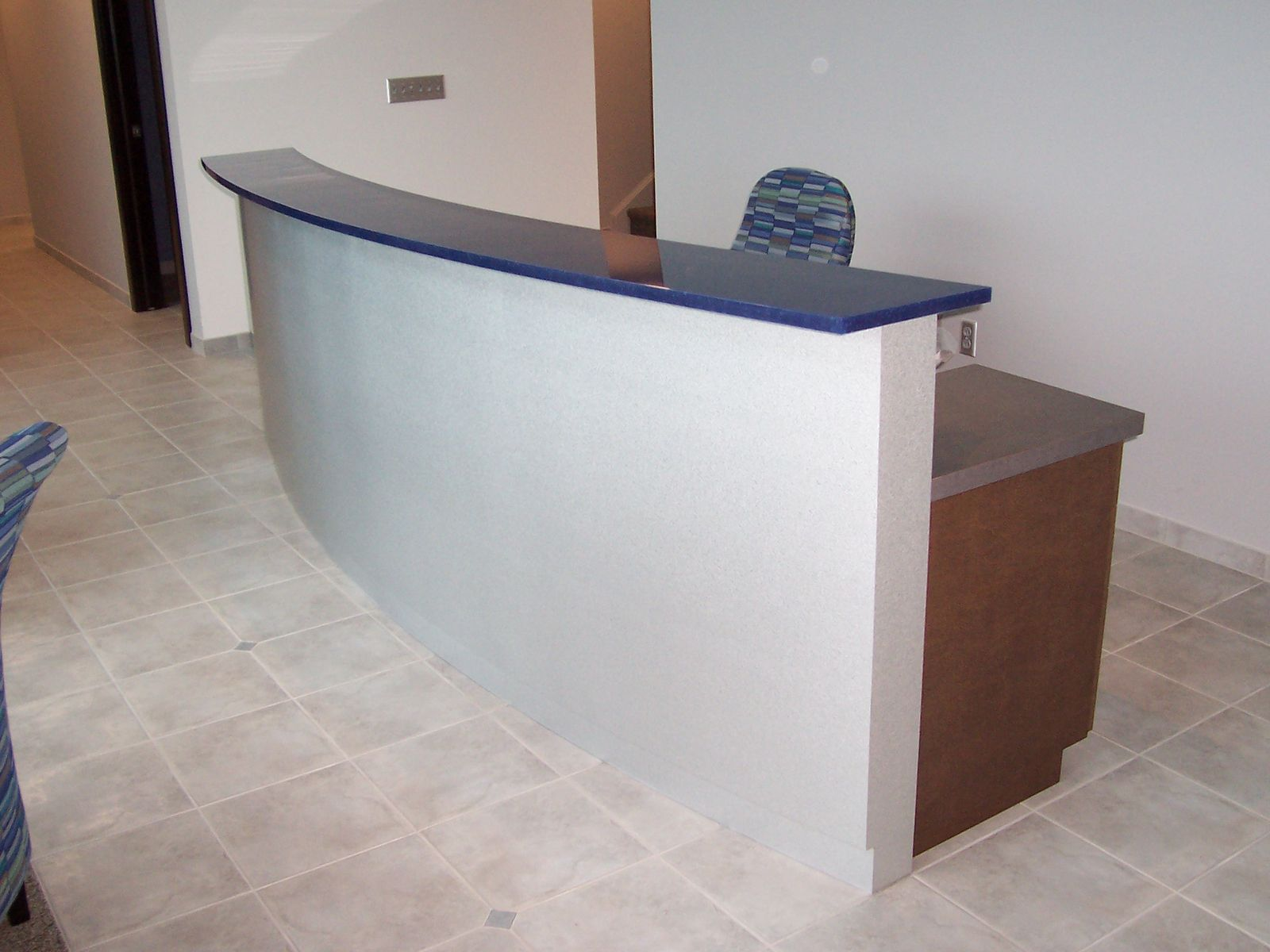 Moderne Theke Custom Made Reception Desk By Mica Shop Custommade