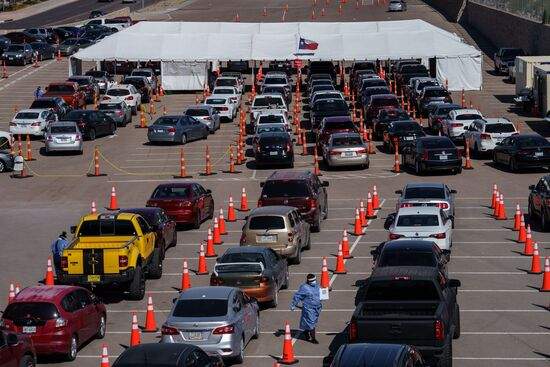 Cars line up for Covid-19 tests at the University of Texas El Paso on October 23, 2020 in El Paso, Texas. - The city has seen a surge in cases, reporting over 1,150 new cases on October 22. (Photo by Paul Ratje / AFP) (Photo by PAUL RATJE/AFP via Getty Images)