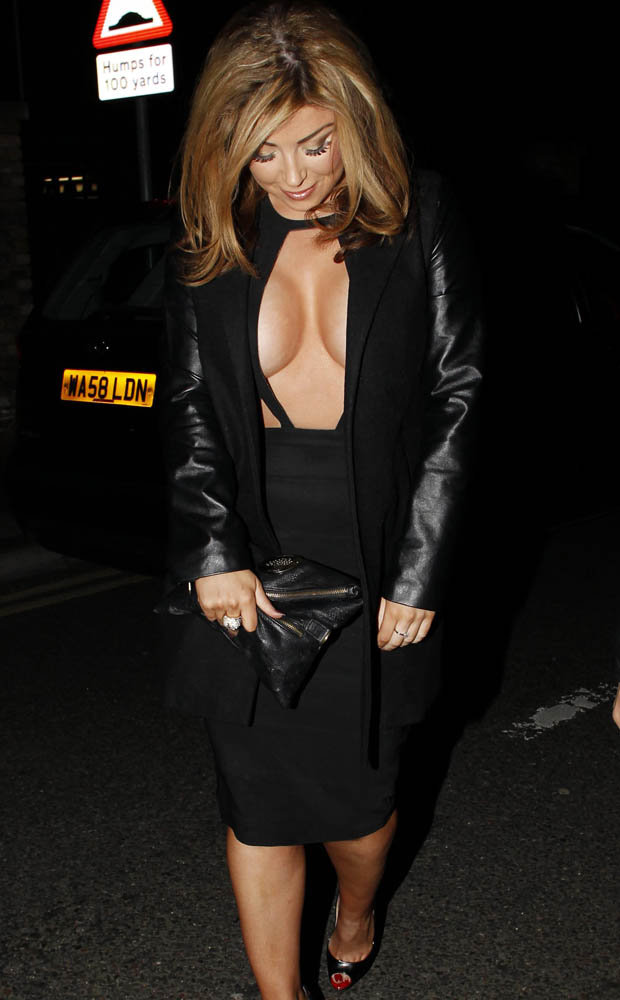 Wallpaper Falling Off Towie S Abi Clarke Exposes Mega Gapboob Cleavage In Cut