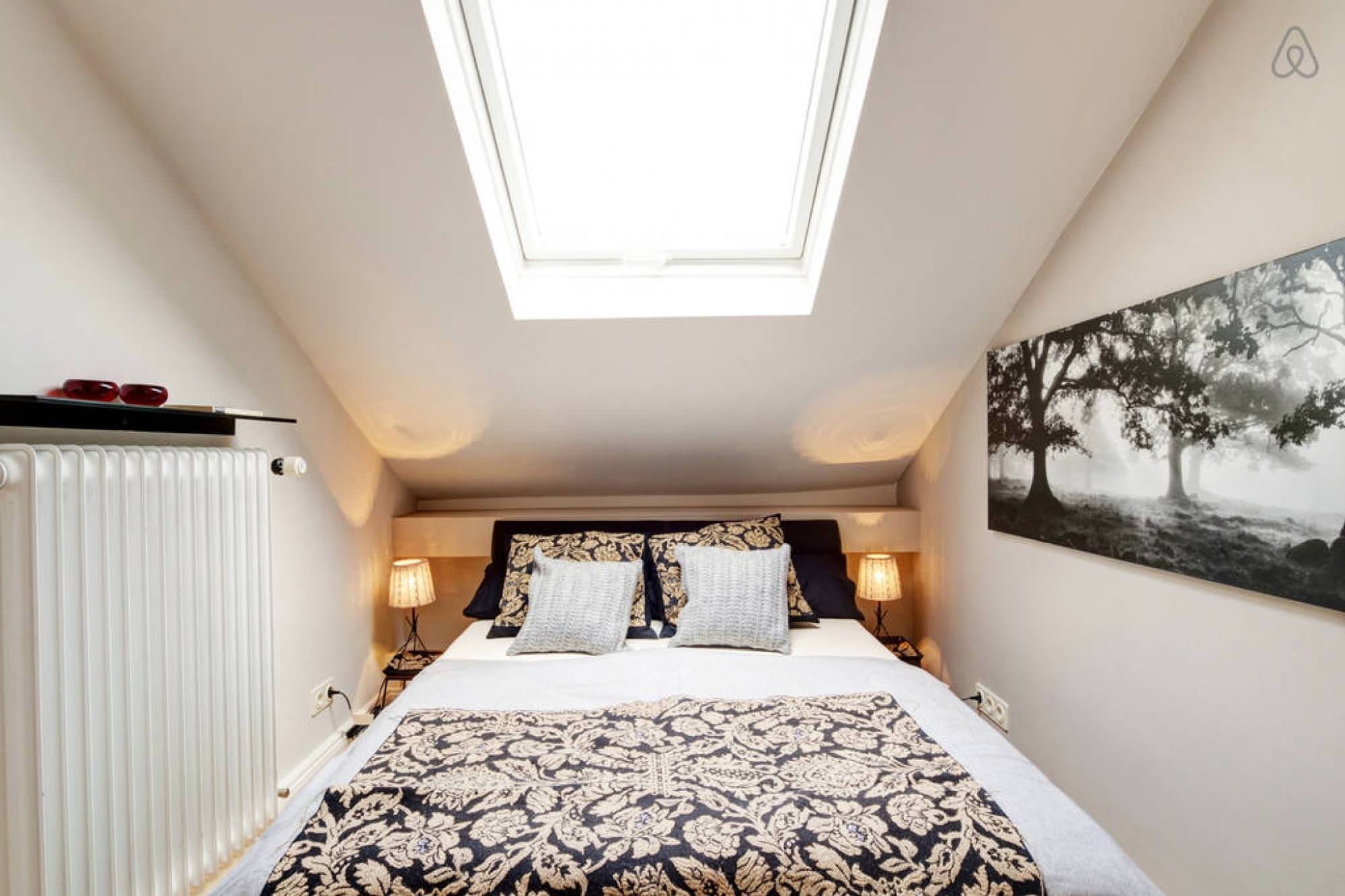 Bedroom Skylight 30 43 Skylight Bedroom Designs Bedroom Designs Designtrends