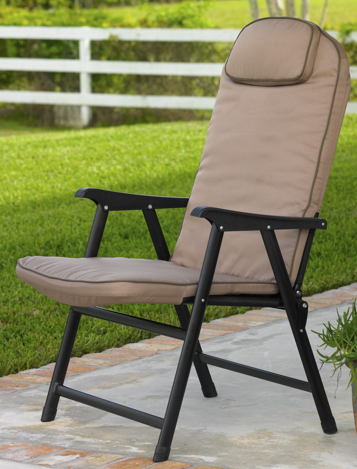 Extra wide folding padded outdoor chair