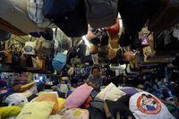 Salah Satu Penjual Tas Dalam Pasar Sastri DetikTravel