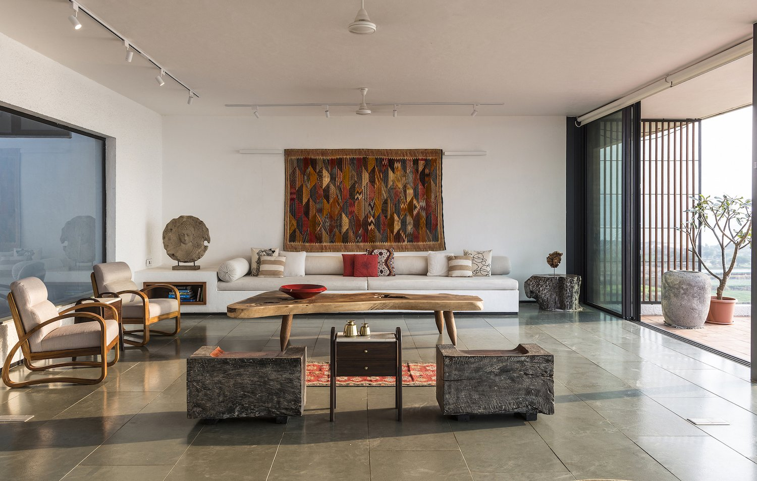 Photo 1 Of 355 In Living Track Photos From A Modern Home In India Evokes Emotion With A Giant 4 Ton Rock Dwell