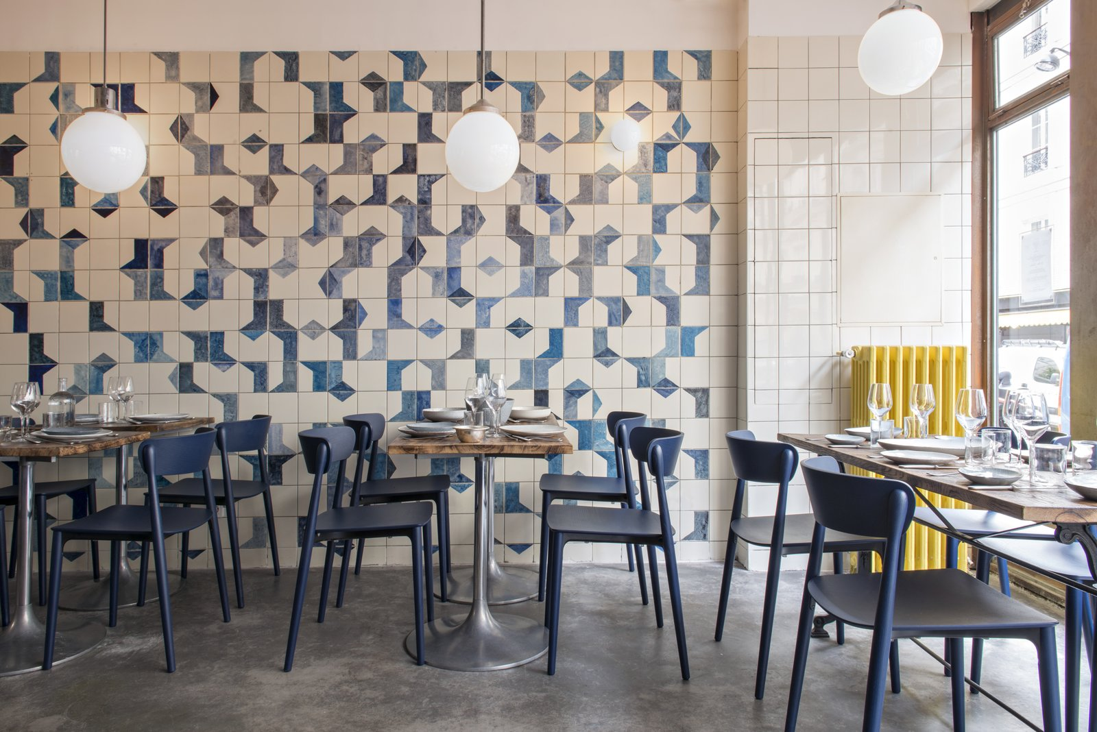 Restaurant Design Paris A Parisian Seafood Restaurant Swimming In Shades Of Blue Dwell