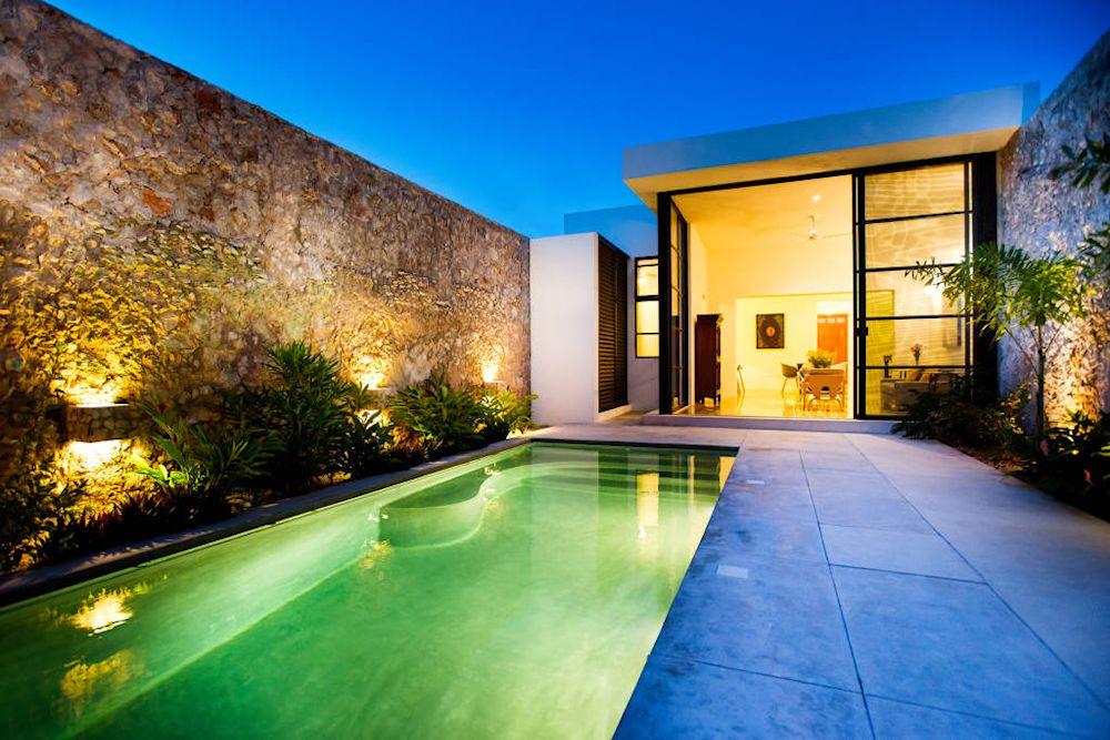 Dise o de exteriores 2 patios modernos con pileta for Disenos de piletas de material