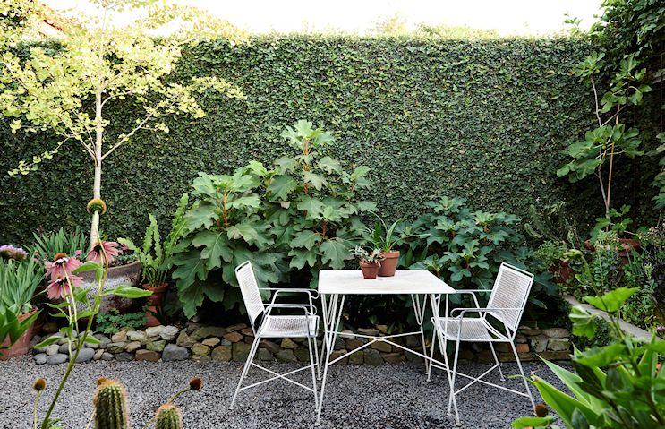 Dise o de exteriores jardines patios y terrazas for Modelos de jardines sencillos
