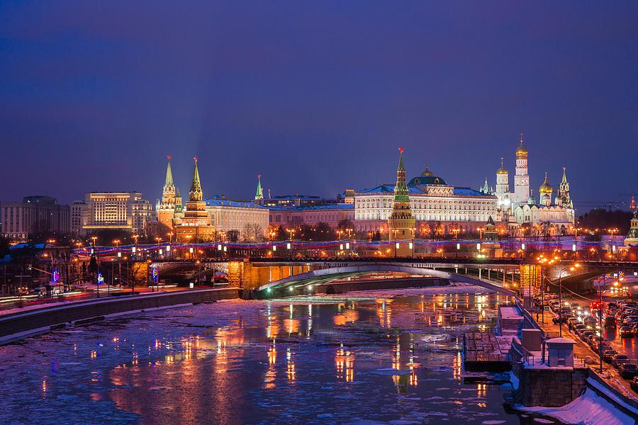 Seoul Wallpaper Iphone Moscow Kremlin And Big Stone Bridge At Winter Night