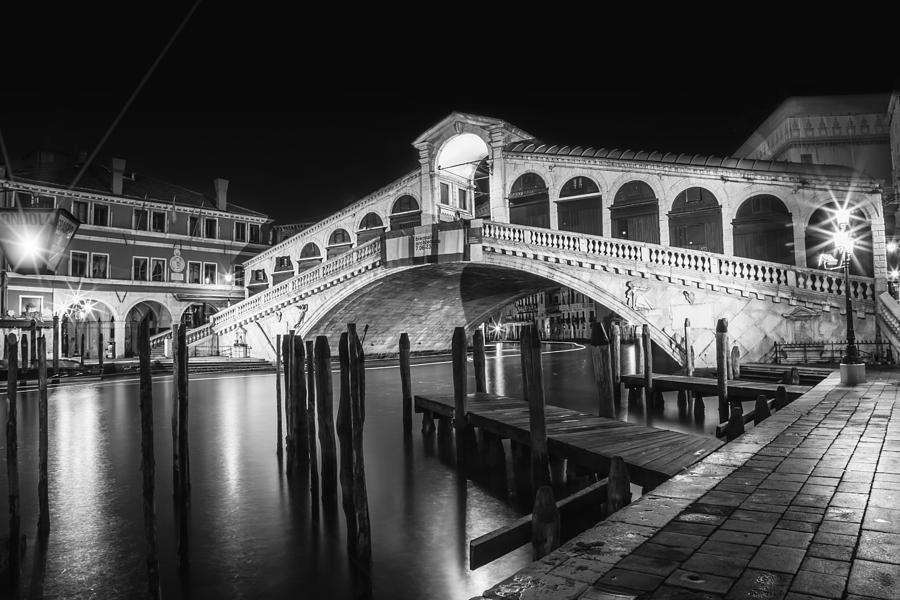 Schwarz Weiß Bilder Leinwand Venice Rialto Bridge At Night Black And White Photograph