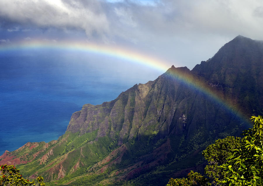 Rainbow Falls Hawaii Wallpaper Rainbow Along The Na Pali Coast Kauai Hawaii From The