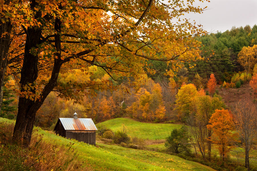 Fall Scenes For Ipad Wallpaper Autumn In New England Sugarhouse And Barns In Fall