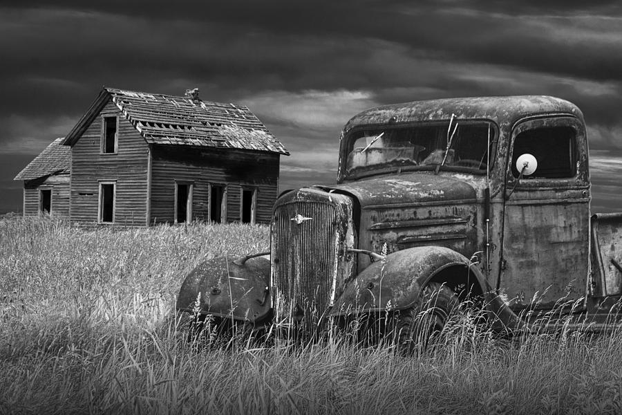 Classic Car Wallpaper Iphone Old Vintage Pickup In Black And White By An Abandoned Farm