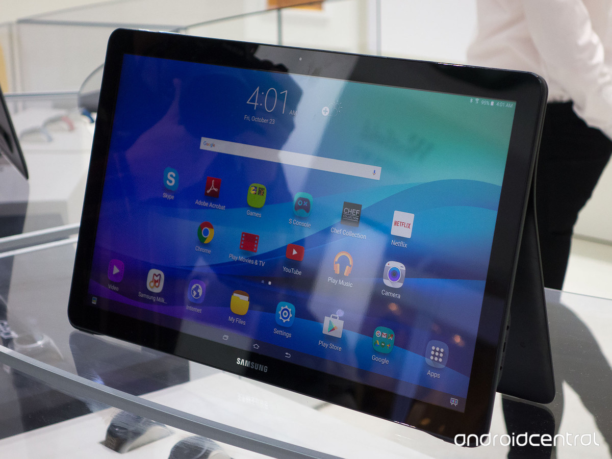 Tablette Tactile 13 Pouces Samsung Annonce La Galaxy View Une Immense Tablette De 18 4
