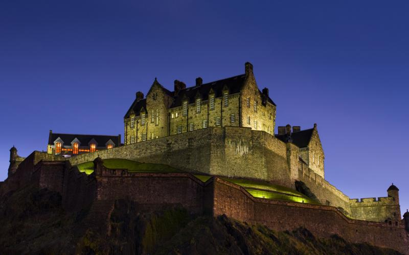Cute Baby Photos Free Wallpapers Hd Edinburgh Castle At Night Scotl Wallpaper Download