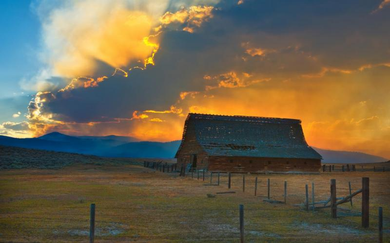 Good Night 3d Moving Wallpaper Hd Glorious Sunset Over Old Barn Wallpaper Download Free