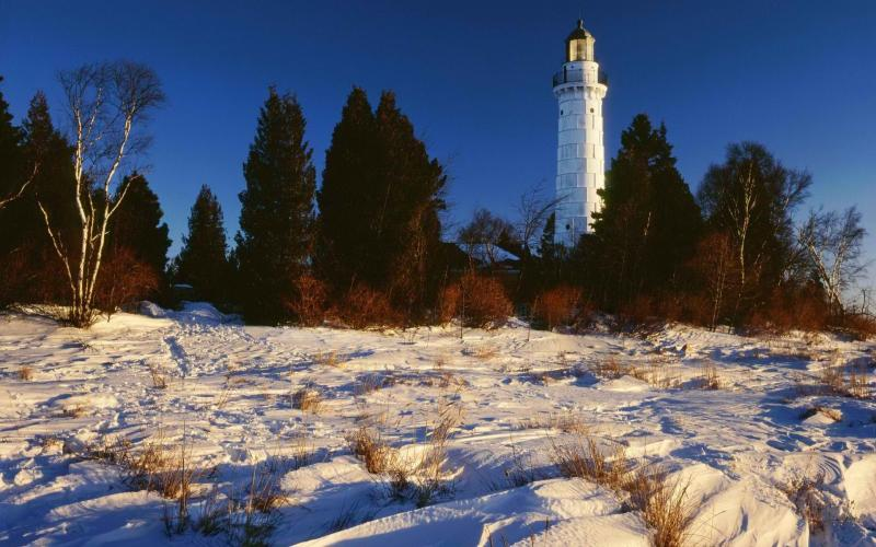 Cute Animated Merry Christmas Wallpaper Hd Lake Michigan Lighthouse In Winter Wallpaper Download
