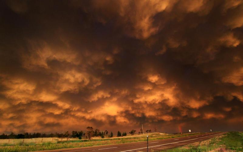 3d Moving Wallpapers City Lights Hd Rust Colored Storm Clouds Hdr Wallpaper Download Free