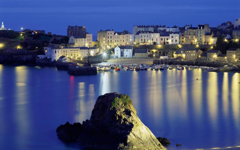 3d Moving Wallpapers City Lights Hd Walles Seaside Town Of Tenby In Wales Wallpaper