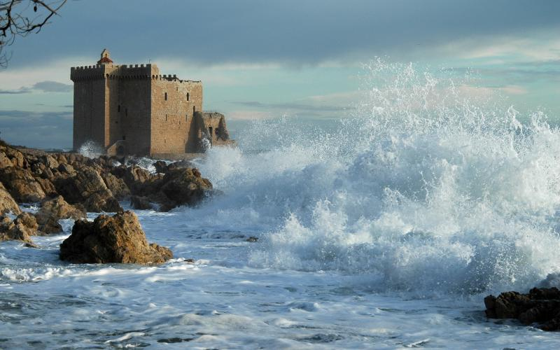 Wallpaper 3d Moving Cars Hd Castle Ruins In A Wild Sea Shore Wallpaper Download