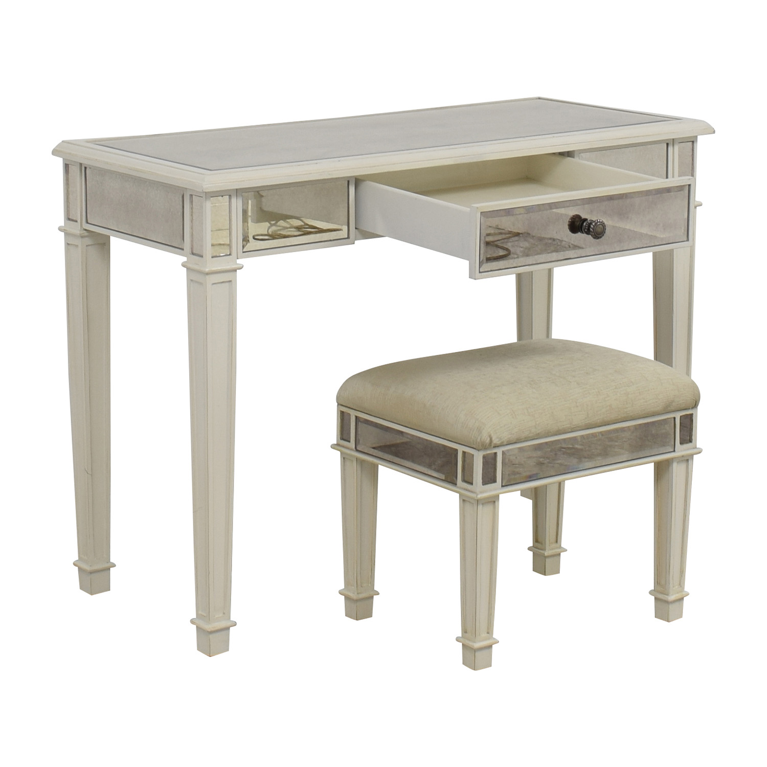 White Vanity Table And Chair 74 Off Pier 1 Imports Pier 1 Imports Antique White