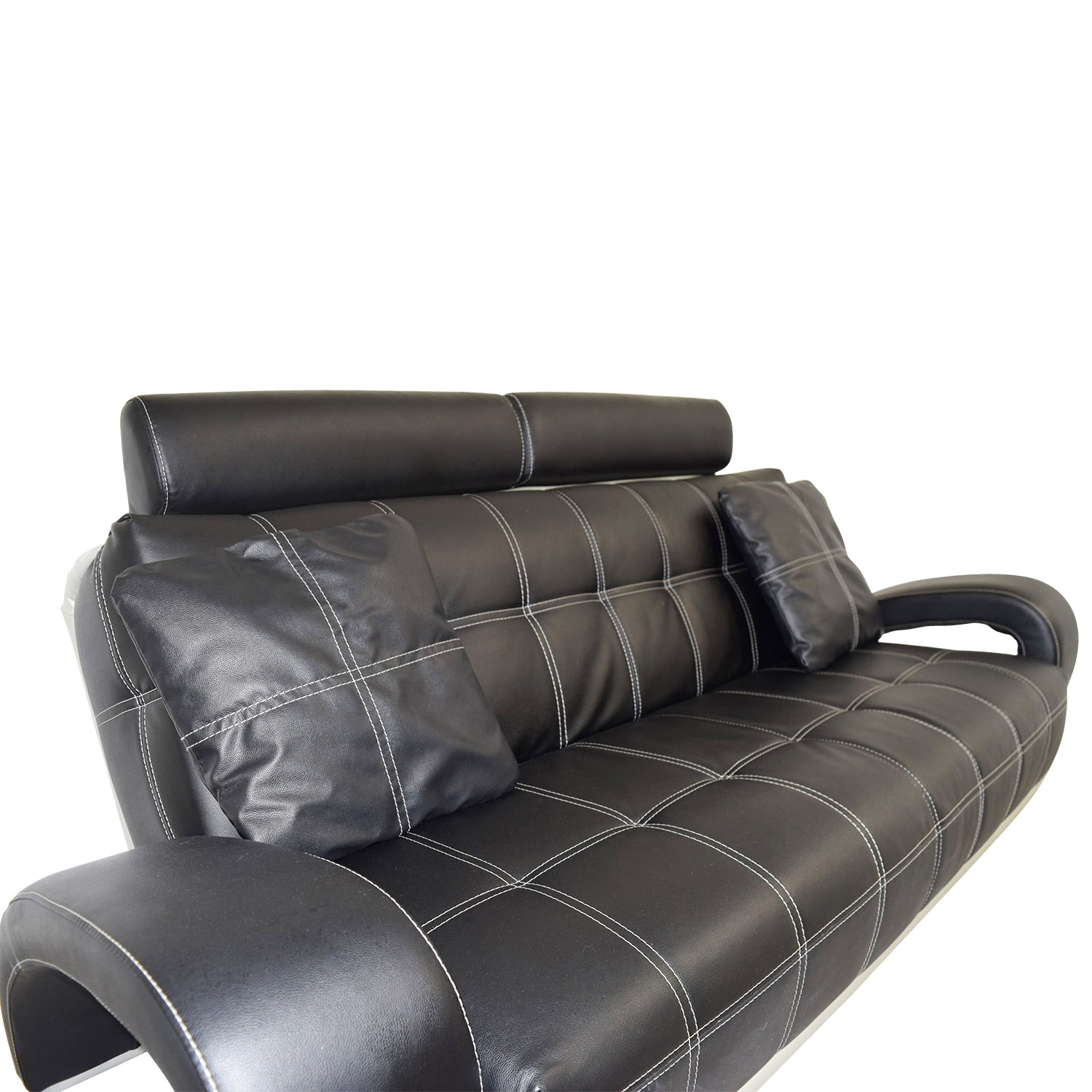 Buying A Second Hand Sofa 52 Off Black Leather Sofa With Pillows Sofas