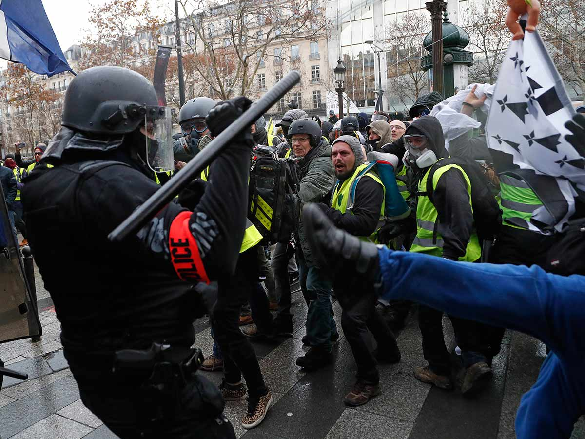 Caen France Riot French Police Clash With 39yellow Vest 39 Protesters On