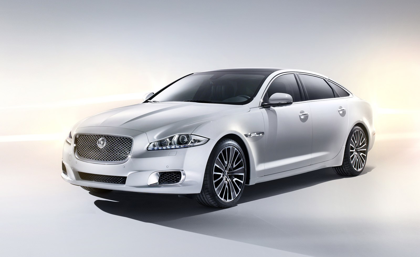 Jaguar Xj Autobiography The Most Luxurious Jaguar Ever Is The New Xj Ultimate Edition