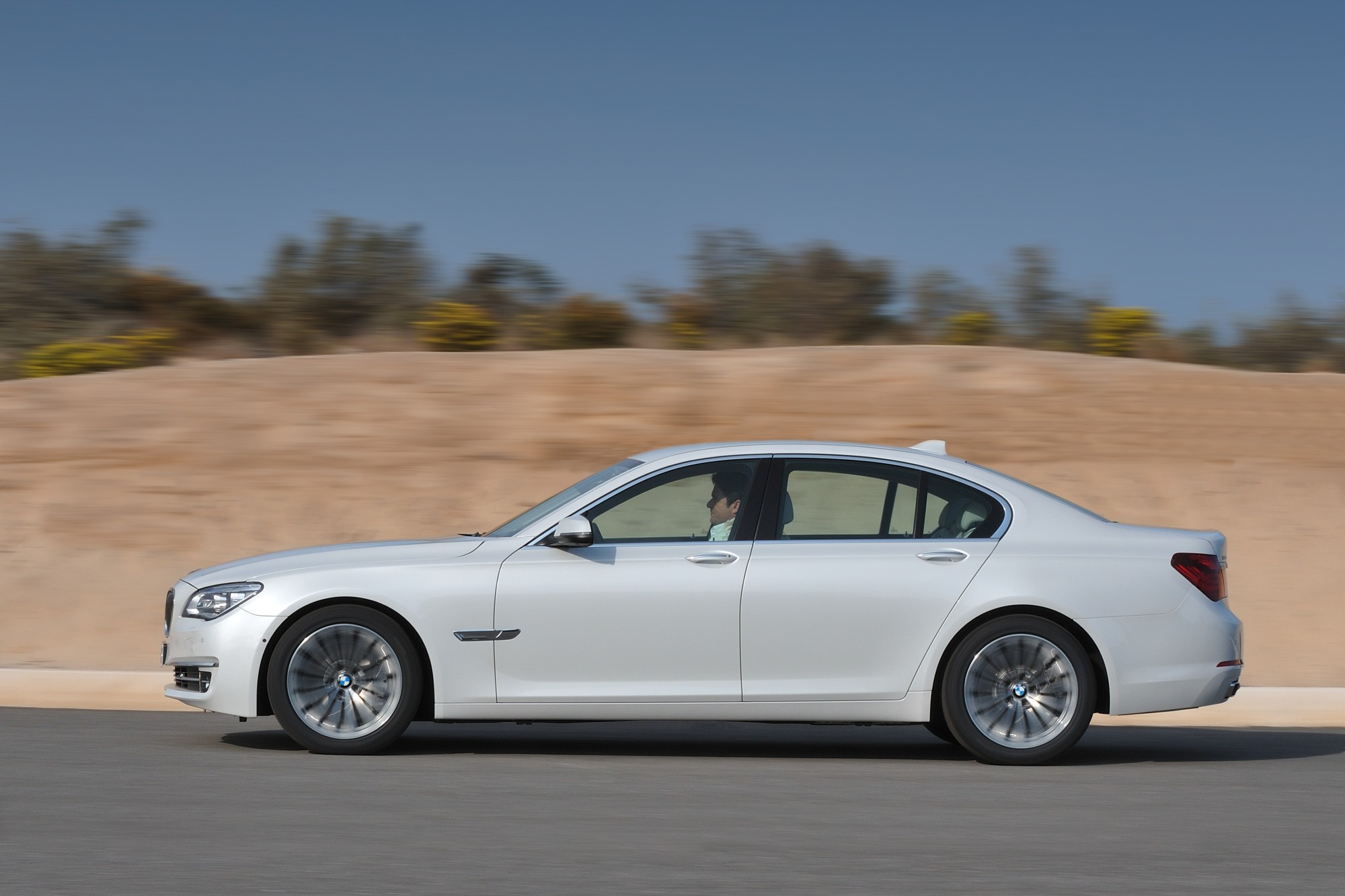 7 Serie 2013 Bmw Activehybrid 7 Gets Updated Full Hybrid Powertrain