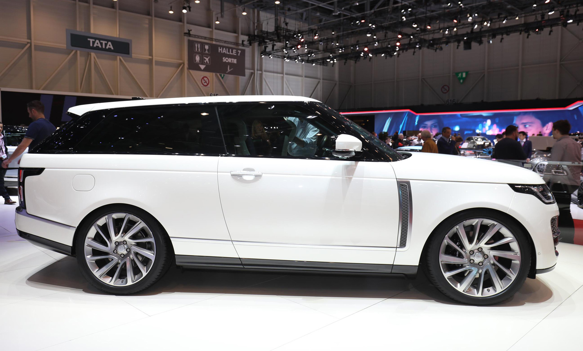 Landrover Range Land Rover Range Rover Sv Coupe Revealed Priced From 295 000