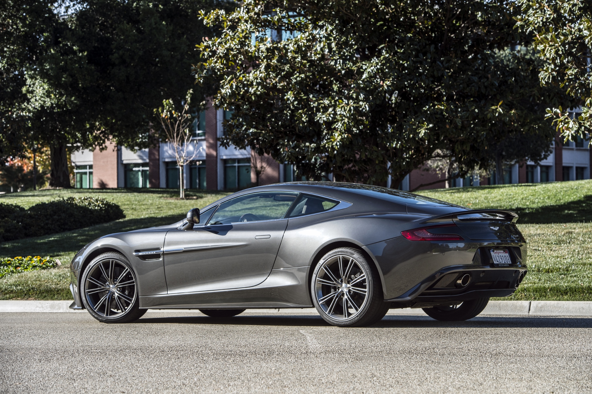 Aston Martin Db9 Vanquish Aston Martin To Replace Vantage And Vanquish By 2018 Report