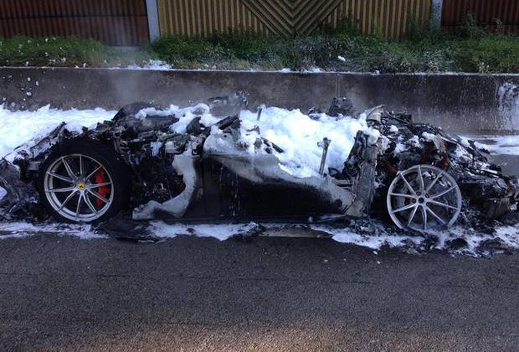 Range Rover Car Wallpaper Ferrari F12 Tdf Burns To A Crisp On German Autobahn