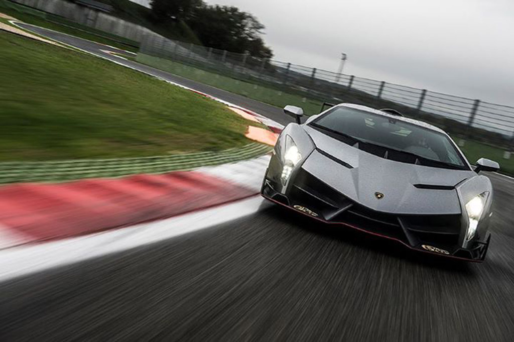Lamborghini Sesto Elemento Wallpaper Hd Lamborghini Veneno Takes To The Track Video