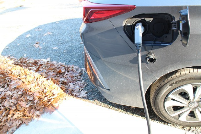 2017 Toyota Prius Prime gas mileage, electric range review