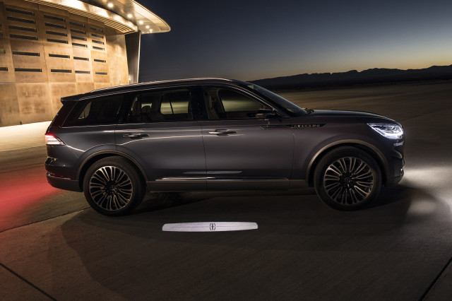 Cable Car Black And White Wallpaper 2019 Lincoln Aviator Crossover To Include Plug In Hybrid