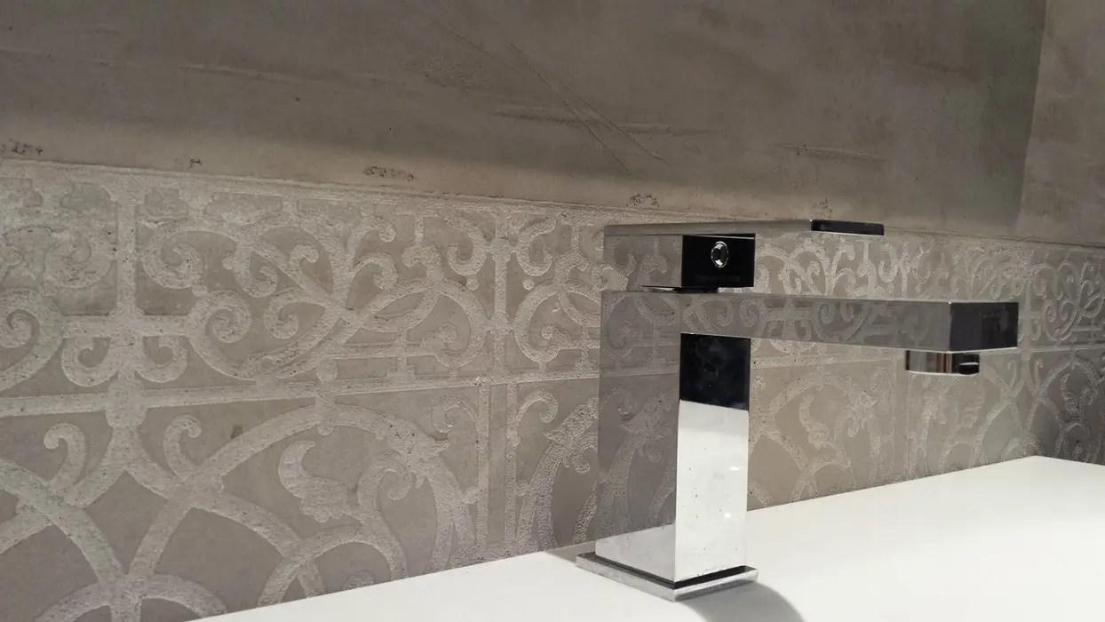 Putz im bad badezimmer verputzen welcher putz welcher putz im bad raum und mbeldesign - Rollputz uber fliesen ...