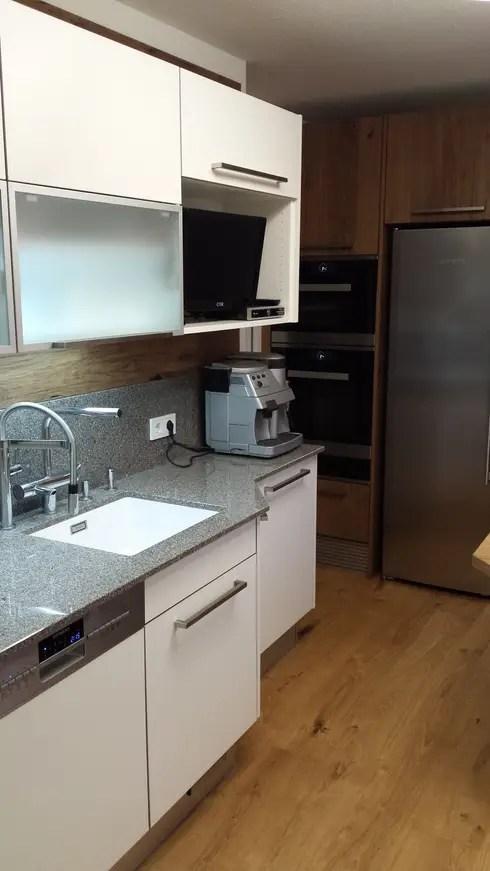 Schmale Küche Mit Essplatz Für Drei