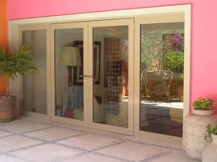 20 Puertas y fachadas de vidrio que harán lucir tu casa fabulosa - Modelo De Puertas Corredizas