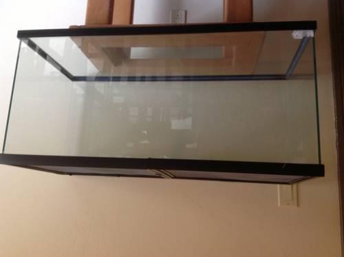 100 gallon fish or reptile tank for Sale in Valley Center, California