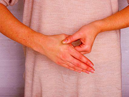 Болит кожа на руке когда дотрагиваюсь