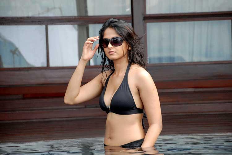Desi Cute Girl Wallpaper Anushka Shetty Bikini And Swimwear Photos Anushka Shetty