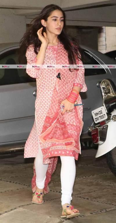 Sara Ali Khan and Jhanvi Kapoor's traditional looks