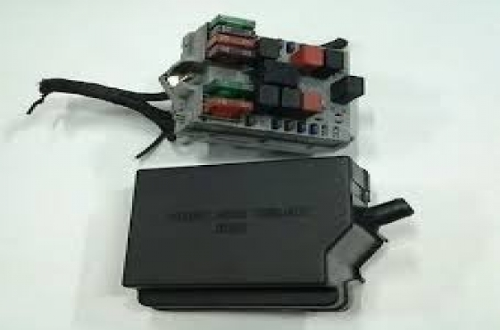 Alfa romeo 147 and 156 20 tspark fuse boxes for sale more info