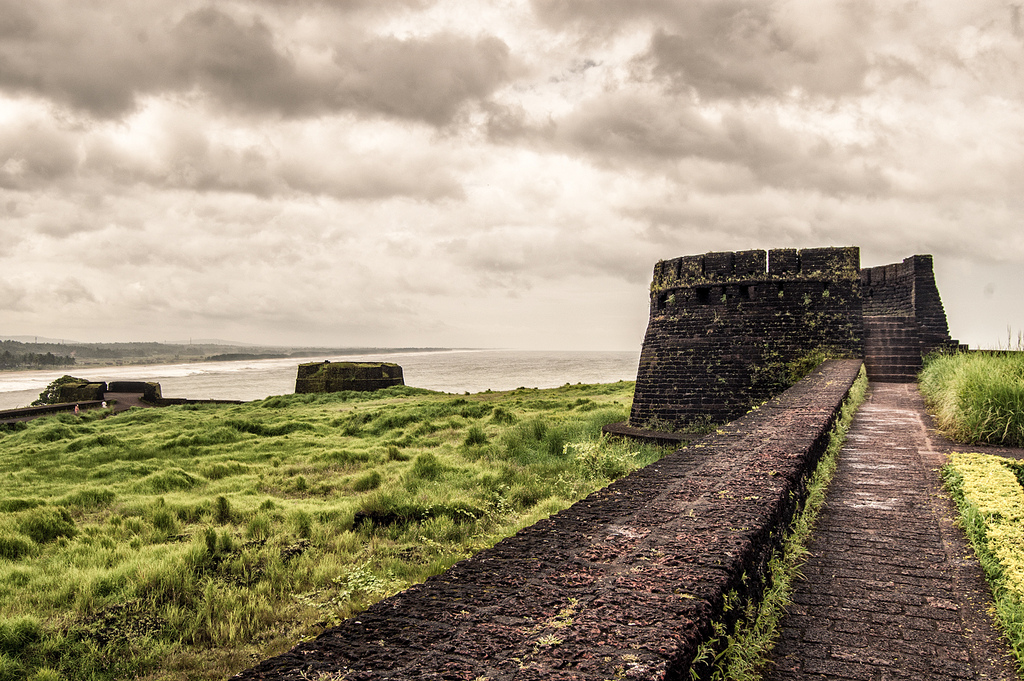 Fall Paintings Wallpaper Bekal Fort The Largest And Best Preserved Fort In Kerala