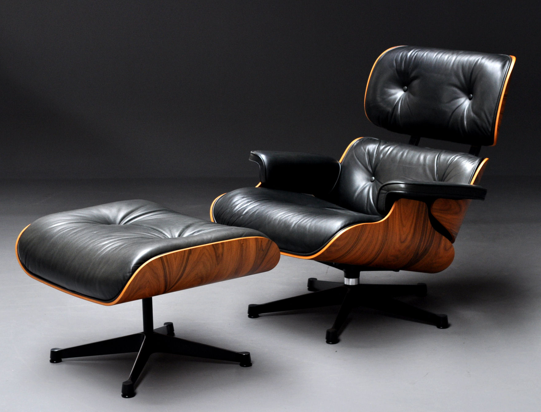 Charles Eames Lounge Chair Charles & Ray Eames. Lounge Chair With Ottoman, Anniversary Model, No. 062 (3) | Lauritz.com