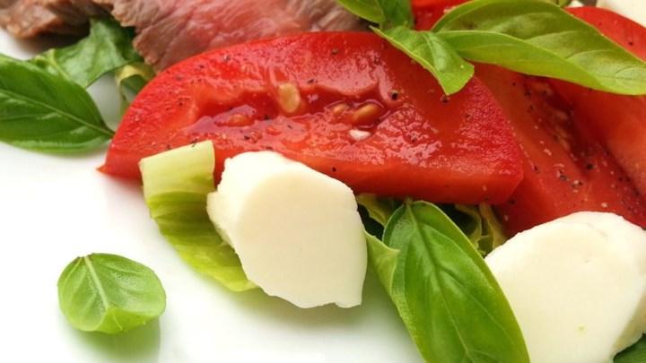 Paleo Caprese Salad with Grilled Flank Steak