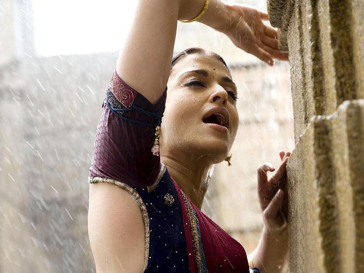 Beautiful Crying Girl Wallpapers Aishwarya Rai Wet Still In Rain Most Popular Babe