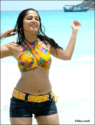 Indian Sweet Girl Wallpaper Anushka Shetty Hot Stunning Photo On The Beach Tollywood