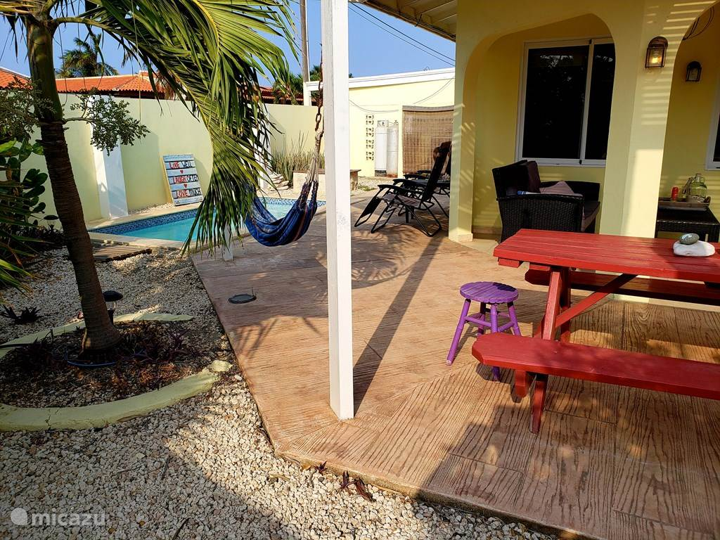 De Eetkamer High Tea Attractive Bungalow With Swimming Pool In Palm Beach North Aruba