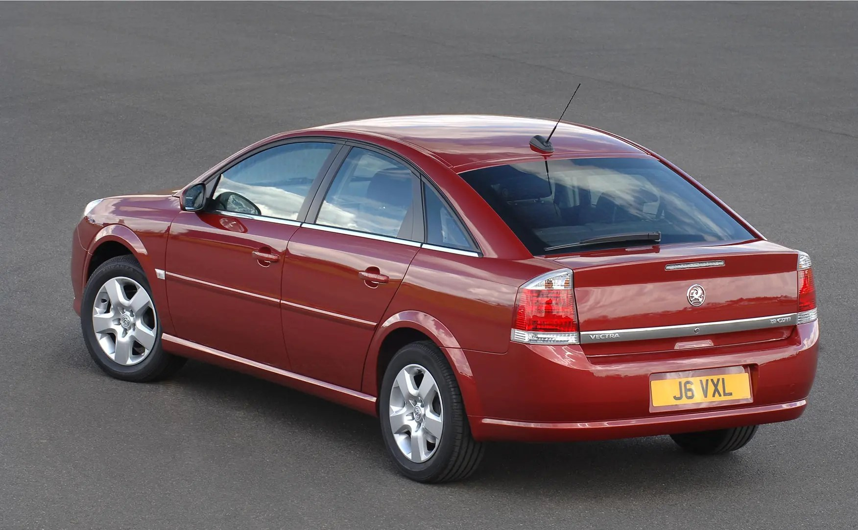 New Vauxhall Vectra Vauxhall Vectra Hatchback Review 2005 2008 Parkers