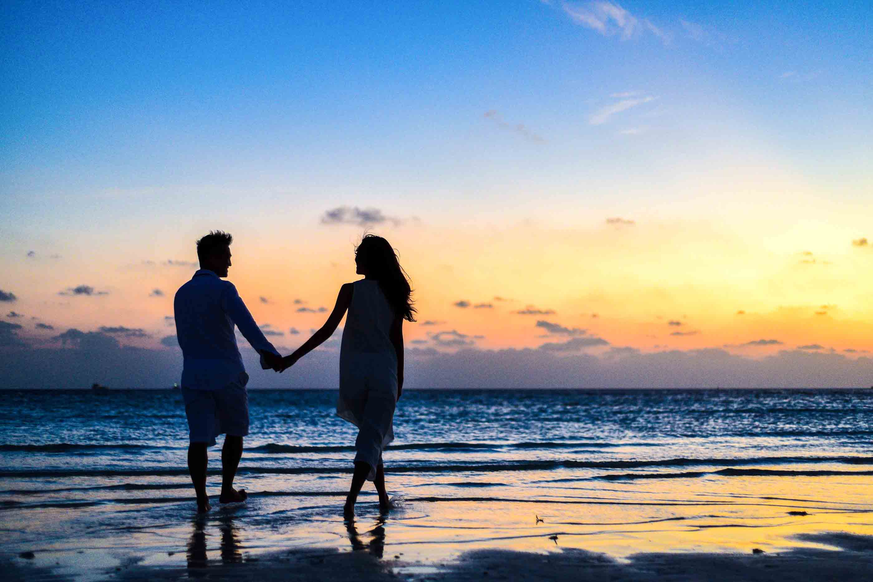Photos Man And Woman Holding Hands Walking On Seashore During Sunrise