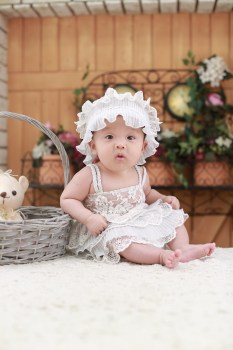 Cute Wallpaper Backgraounds 2 Babies Wearing White Headdress White Holding White Plush